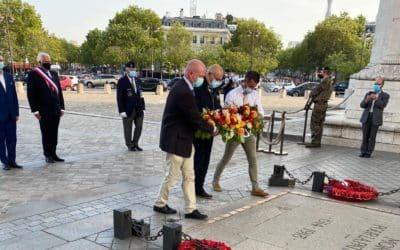 Les soignants morts du COVID honorés sur la tombe du soldat inconnu, l'initiative d'un ancien médecin militaire